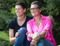 Rebecca Hollingsworth (R) and her sister Mary Ellen Hughson